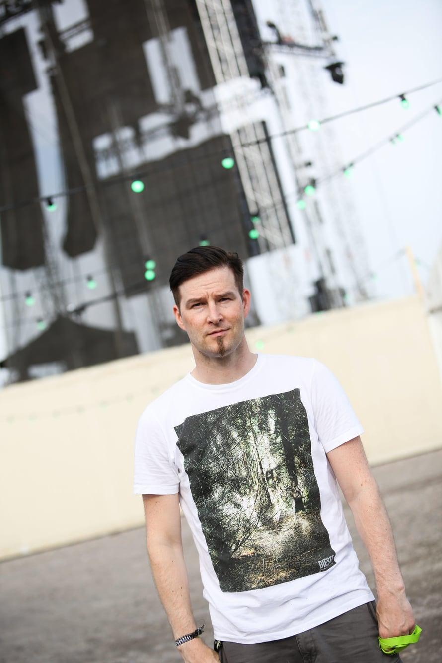 """Ville Virtanen eli Darude esiintyi Helsinki Weekend -festivaaleilla vuonna 2015. Kuva: <span class=""""photographer"""">Terhi Ylimäinen</span>"""