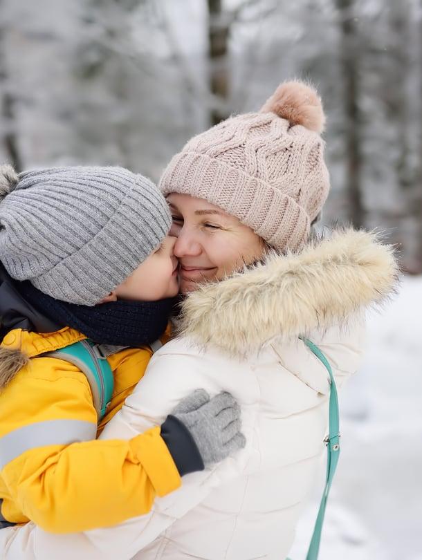 """Lapsen kysymyksiin omasta alkuperästään on hyvä vastata mahdollisimman avoimesti. Tärkeintä on luoda lapselle tunne, että vanhemmat halusivat juuri hänet tähän perheeseen. Kuva: <span class=""""photographer"""">iStockphoto.</span>"""