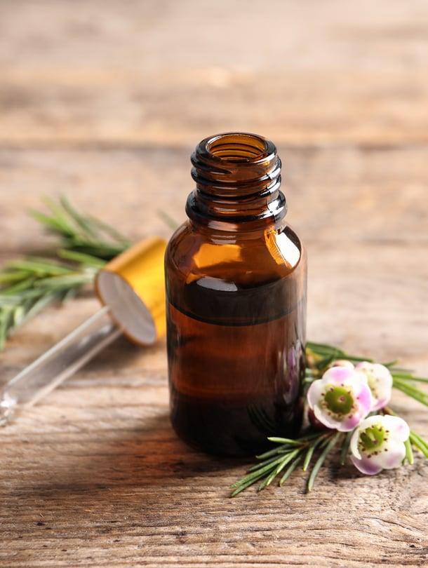 Eteerisiä öljyjä sisältävät sauna- ja kylpyöljyt ovat laimentamattomina myrkyllisiä.