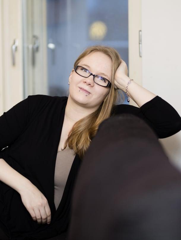 """Melissa on tarkka 2- ja 3-vuotiaiden tyttäriensä tyylistä eikä esimerkiksi halua vaatteita lahjaksi. Kuva: <span class=""""photographer"""">Heli Blåfield</span>"""