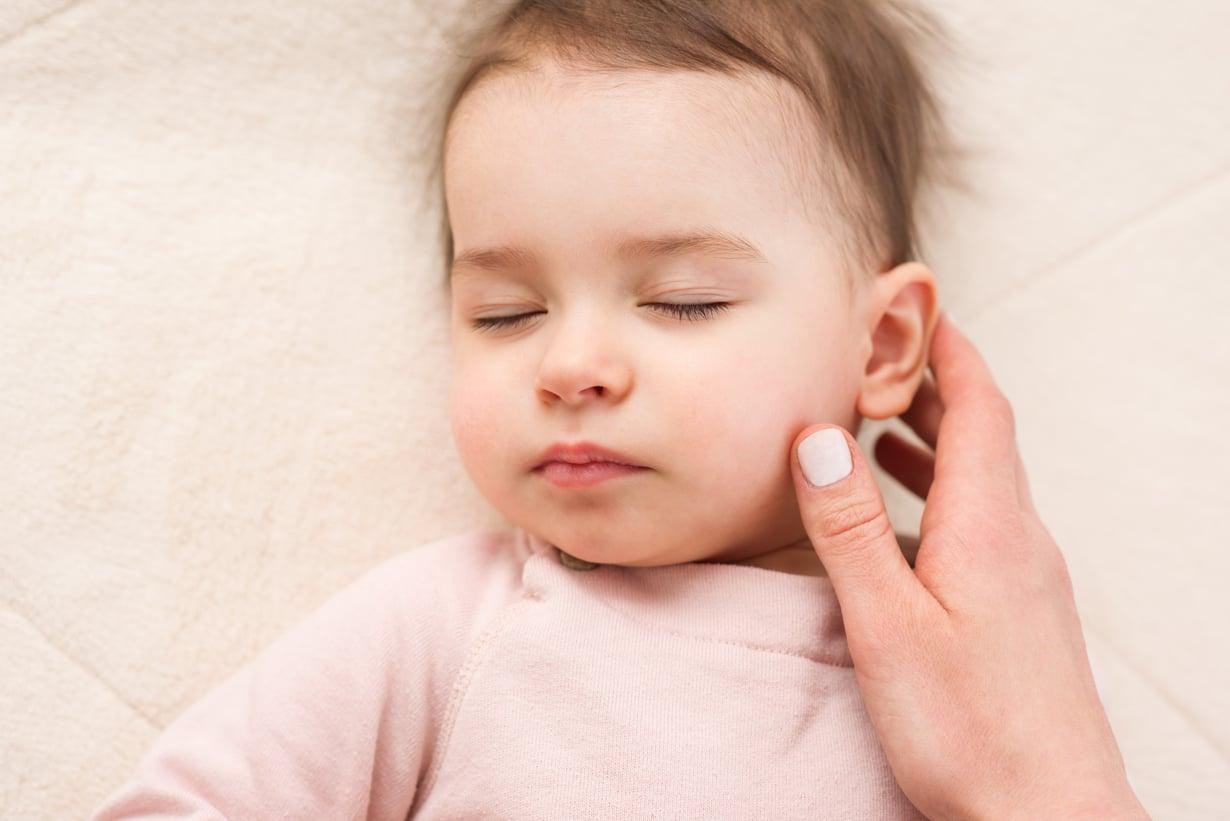 Jos lohdutus ei auta ja uni häiriintyy, lasta todennäköisesti sattuu. Kuva: iStockphoto