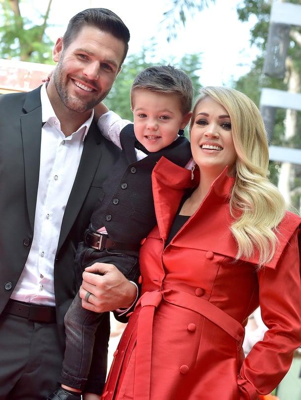 """Carrie Underwoodin kumppani, jääkiekkoilija Mike Fisher sekä heidän poikansa Isaiah tulivat mukaan juhlimaan, kun laulaja sai 20. syyskuuta oman tähden legendaariselle Hollywoodin Walk of Famelle. Kuva: <span class=""""photographer"""">MVPhotos </span>"""