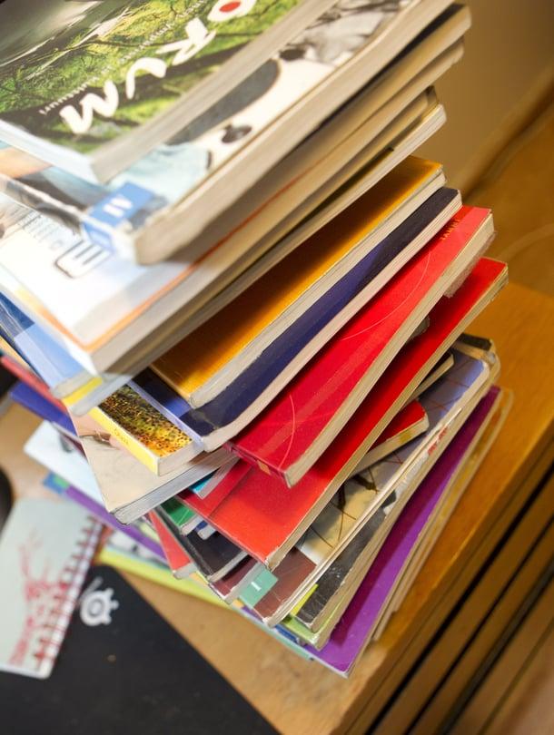 """Lukio-opintoihin joutuu ostamaan paljon kirjoja. Myös sähköiset oppimateriaalit maksavat. Kuva: <span class=""""photographer"""">Antti Hämäläinen</span>"""
