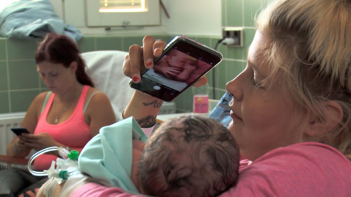 Emman tukena synnytyksessä oli hänen siskonsa. Kuva: Nelonen Media