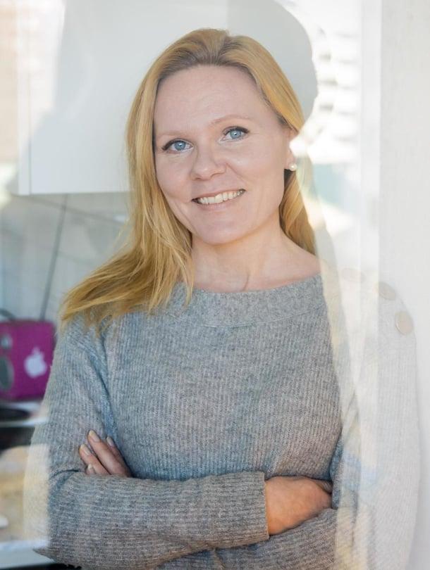 Tässä ajassa meidän ennemminkin pitää suojata lapsia liioilta ärsykkeiltä, Elina Pekkarinen sanoo.