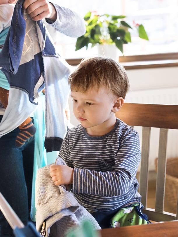 """""""Äiti taitaa monesti kantaa vastuun kodin ja lasten asioista, vaikka mies osallistuukin tekemällä asioita, kun häntä pyydetään"""", lukija kirjoittaa. Kuva: <span class=""""photographer"""">iStockphoto.</span>"""