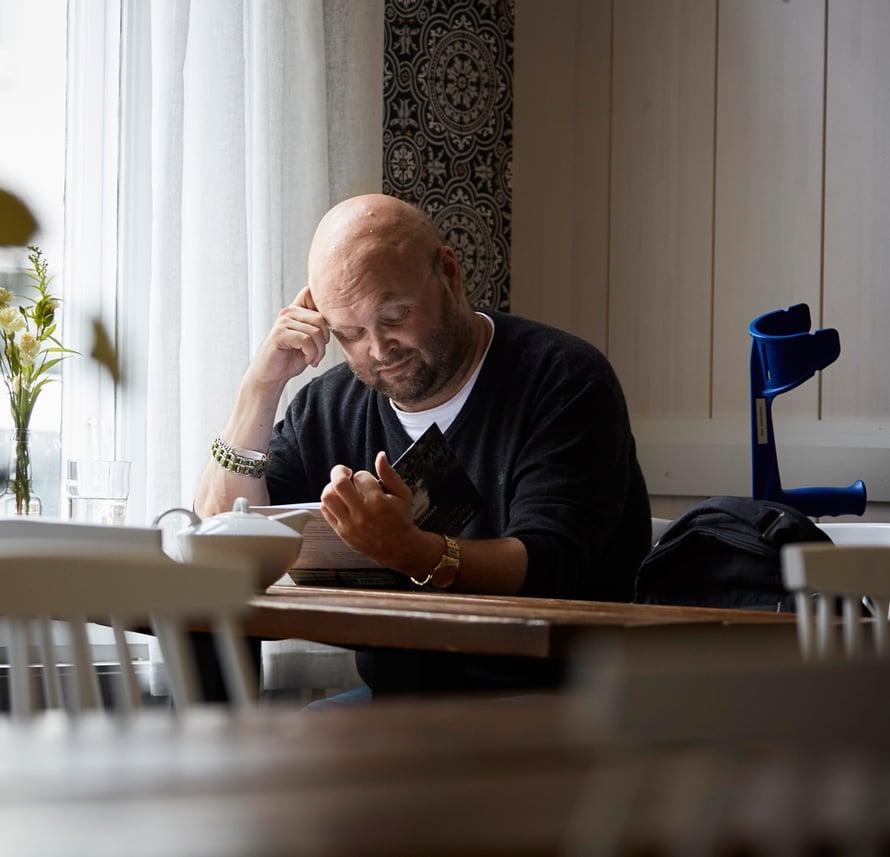 Innostuessaan Juha Vähäkangas lukee kirjan päivässä.