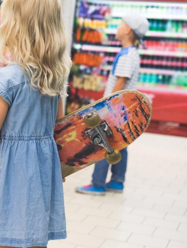 Hupeneeko ekaluokkalaisen viikkoraha lähikauppaan? Pelisääntöjen sopiminen kannattaa, vaikka koko kaveriporukan vanhempien kesken.
