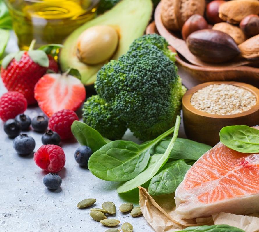 Terveyttä edistävä ruokavalio on monen pienen tekijän summa.