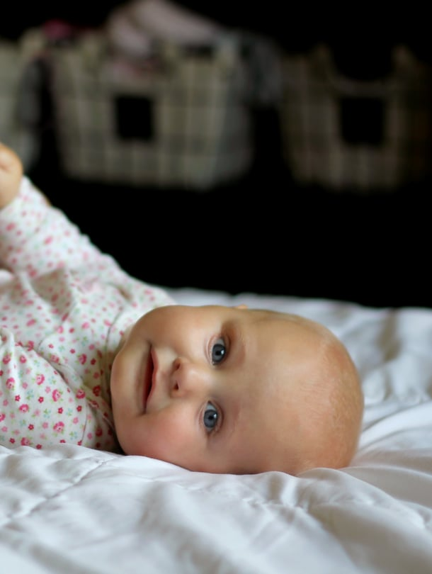 """Ei kannata säikähtää, jos tunneside vastasyntyneeseen ei synny heti. Vuorovaikutus vauvan kanssa auttaa siteen muodostumisessa. Kuva: <span class=""""photographer"""">iStockphoto</span>"""