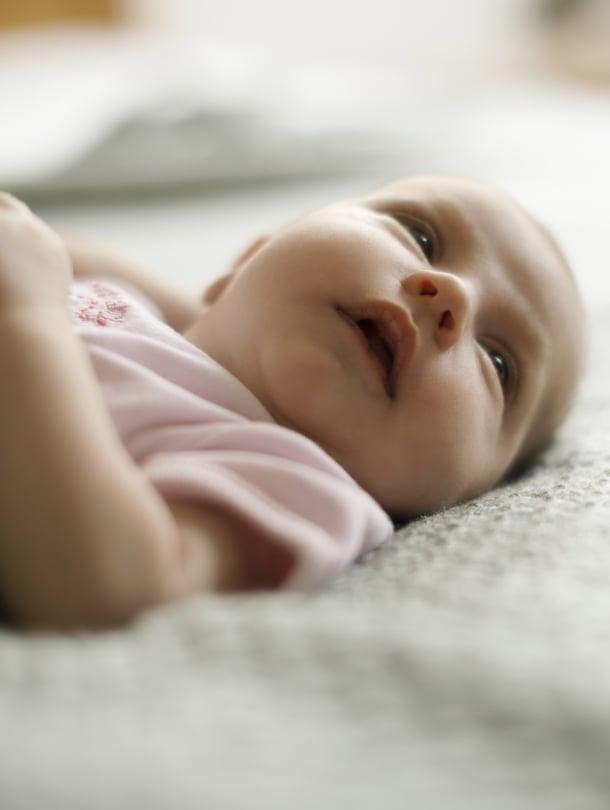 """Kuulolla. Pieni vauva ei vielä näe kauas mutta kuulee tarkasti. Kuva: <span class=""""photographer"""">iStockphoto</span>"""