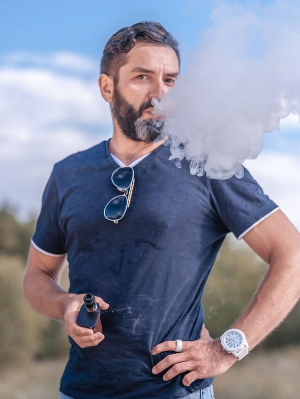 Sähkötupakassa käytettävien liuosten nikotiinipitoisuus saattaa vaihdella ja olla hyvinkin korkea.