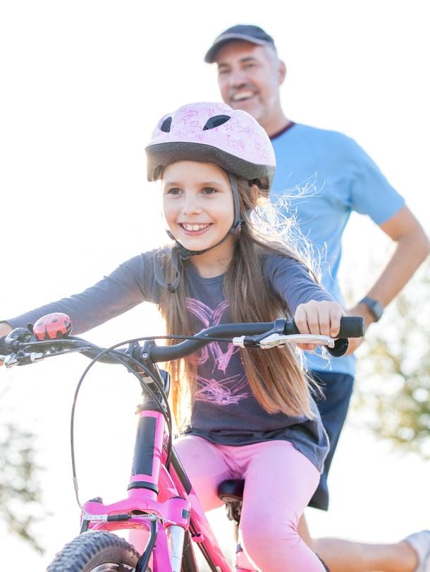 """Mitä isommaksi lapset kasvavat, sitä helpompi heidän kanssaan on harrastaa yhdessä. Kuva: <span class=""""photographer"""">iStockphoto</span>"""