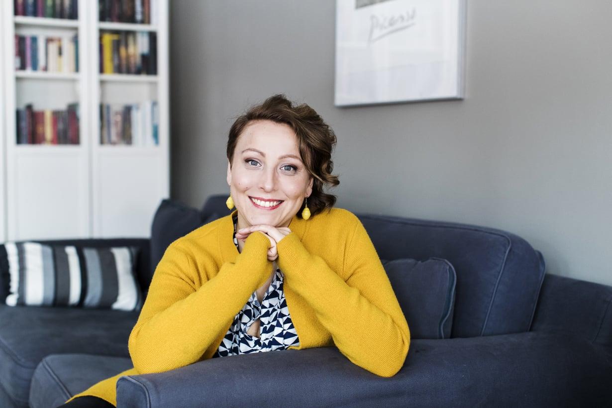 On vanhemmuudenvälttelyä väittää, ettei ehdi tai osaa tutustua nuorten suosimiin sovelluksiin, Anni Alatalo väittää. Kuva: Satu Kemppainen.