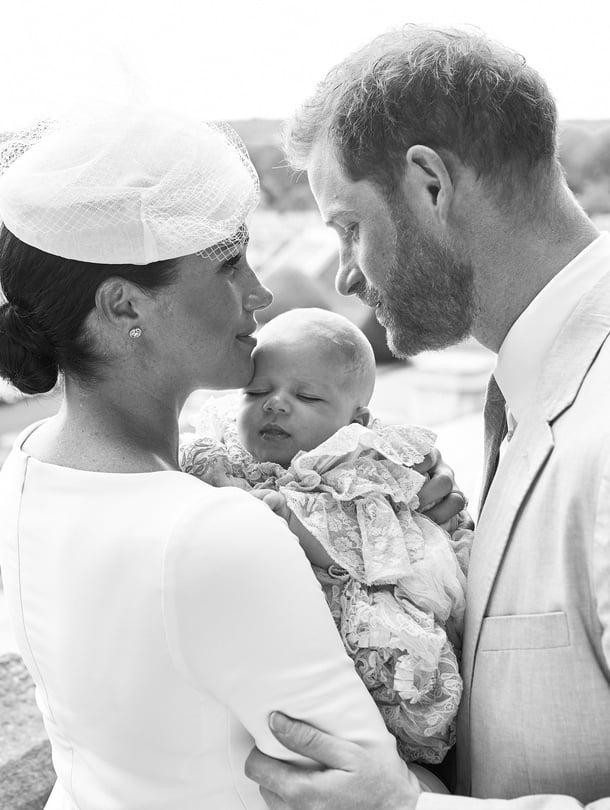 Archie-vauva oli puettu ristiäismekkoon, jota on käyttänyt myös Willliamin ja Katen kuopus, prinssi Louis.