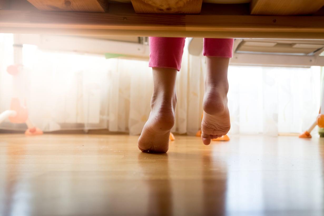 Yleistä yökastelussa on, että lapsi nukkuu sikeästi ja herää vasta aamulla. Kuva: iStockphoto