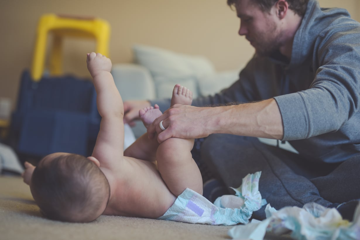 Perhevapaalla oleminen voi ahdistaa, jos tuntuu, että kodin seinät kaatuvat päälle. Kuva: iStockphoto.