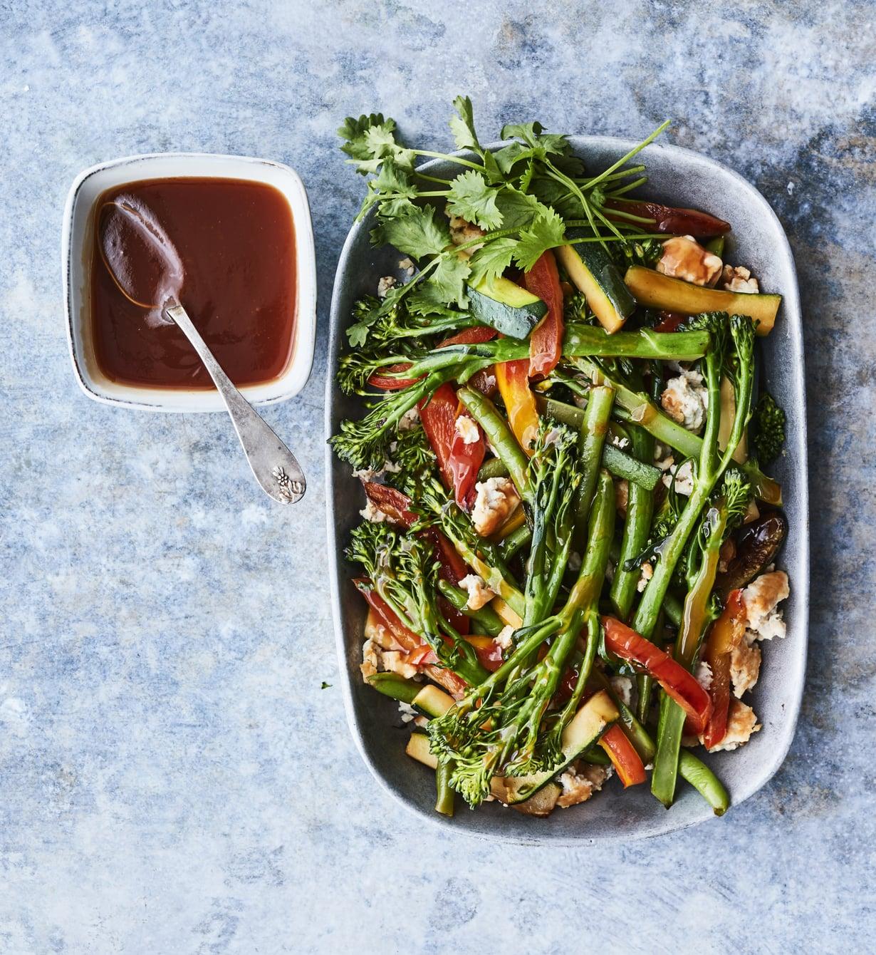 Broilerin jauhelihassa on vain vähän rasvaa, mutta se riittää ruskistamiseen hyvin pinnoitetussa pannussa.