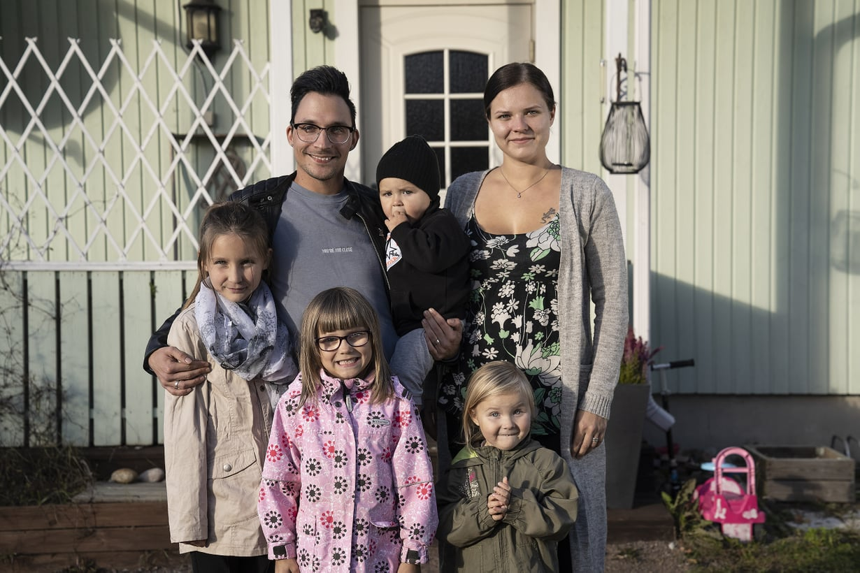 Valtosten perheen äiti Susanna palaa töihin kymmenen vuoden kotiäitiyden jälkeen. Kuva: AVA