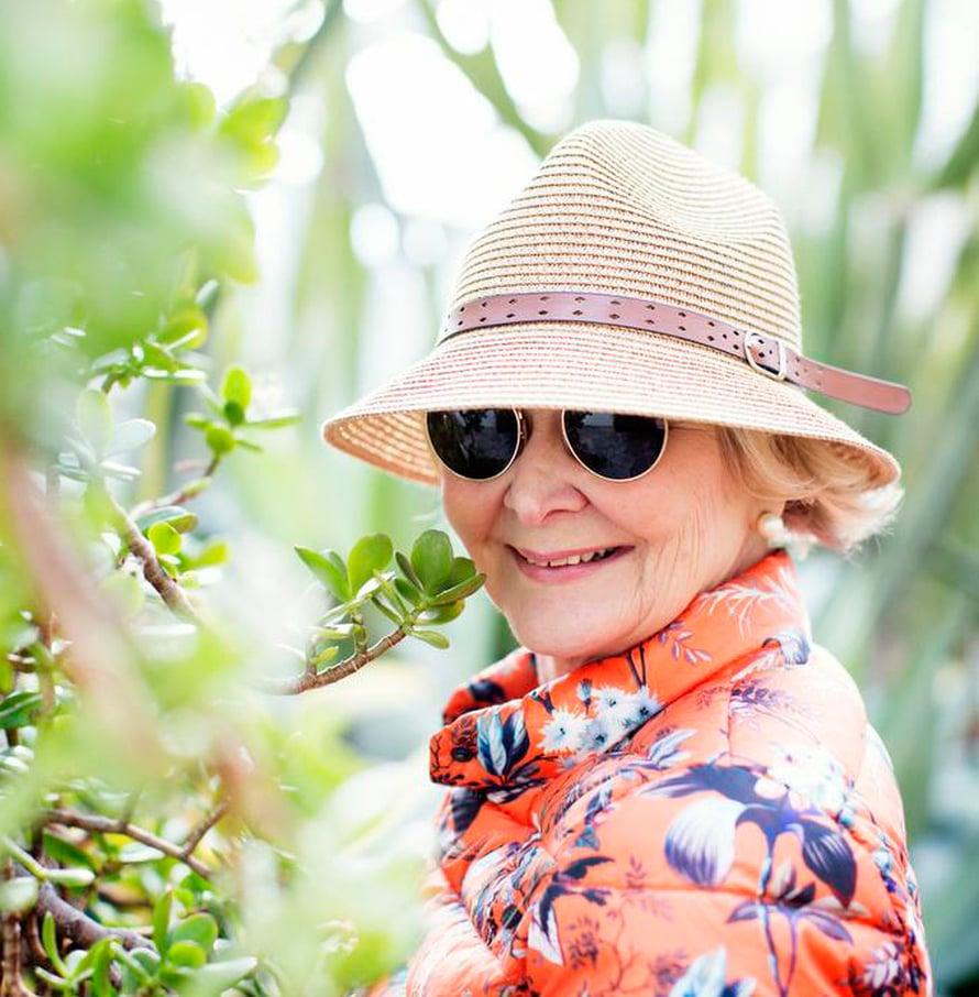 Ilman hattua ja laseja Arja-Leena ei lähde aurinkoon.