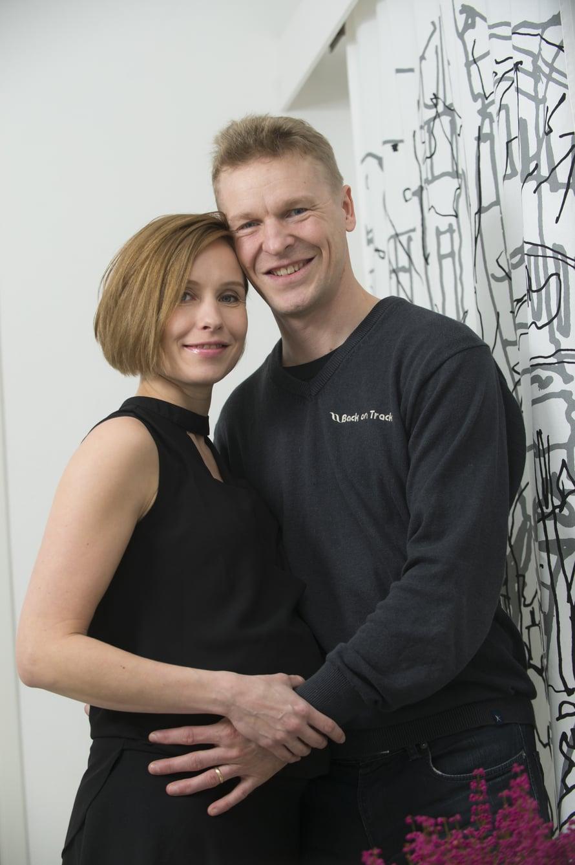 """Heidi ja Toni Nieminen menivät naimisiin 2015. Heillä on kaksi yhteistä lasta sekä molemmilla kaksi lasta aiemmista liitoistaan. Kuva: <span class=""""photographer"""">Ville Honkonen / Sanoma-arkisto</span>"""