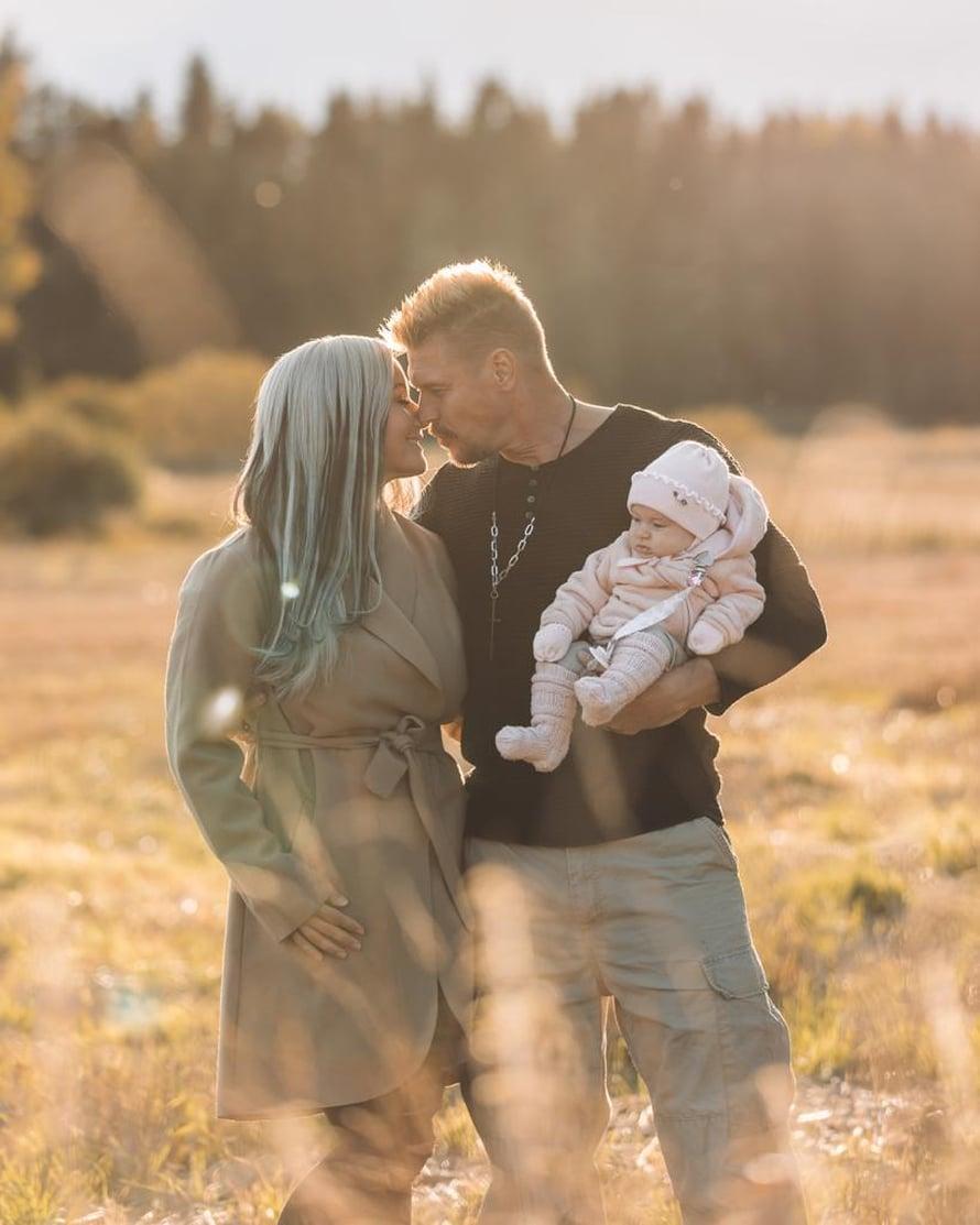 Rita ja Aki yrittivät lasta kaksi vuotta. Pari oli juuri aloittamassa hedelmöityshoitoja, kun Rita teki positiivisen raskaustestin.