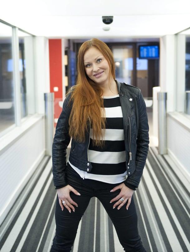 """Jenni Levävaara on nyt pienen poikavauvan äiti. Kuva: <span class=""""photographer"""">Jussi Helttunen</span>"""