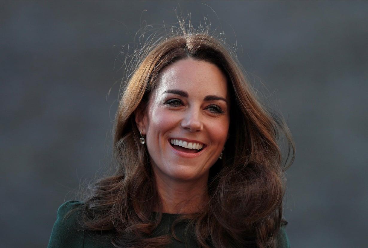 Kate vieraili tällä viikolla perheitä auttavan vapaaehtoisjärjestö Family Actionin vieraana Lontoossa. Vierailun aikana Kate kertoi järjestön vapaaehtoisille, millaisia tunteita äitiys on hänessä herättänyt. Kuva: MVPhotos