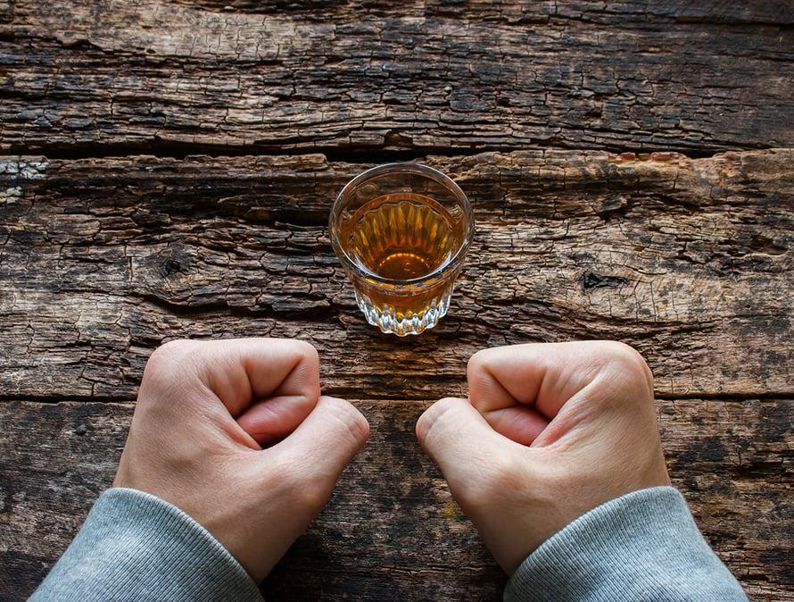 alkoholin suurkulutus, alkoholismi, riippuvuus, addiktio