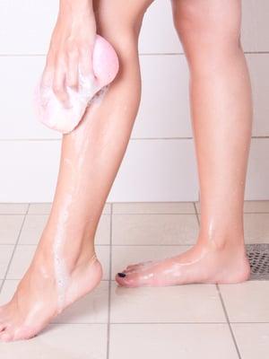 Kodin märkätilat happamalla puhdistusaineella, jos jollakin perheessä on sieni-infektio.