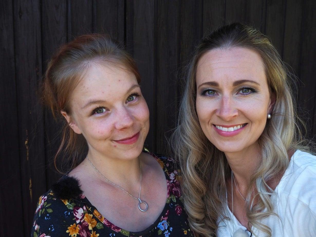 Toisenlaiset teiniäidit -sarjassa nähdään tänään 24-vuotiaan Jennin tarina. Mukana jaksoissa on myös psykologi Leea Mattila. Kuva: Nelonen Media