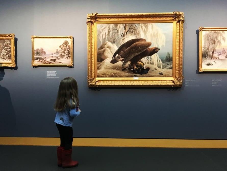 Ateneumin Veljekset von Wright -näyttelyssä pienet pääsevät tekemään itsekin luontotaidetta. Kuva: Ateneum