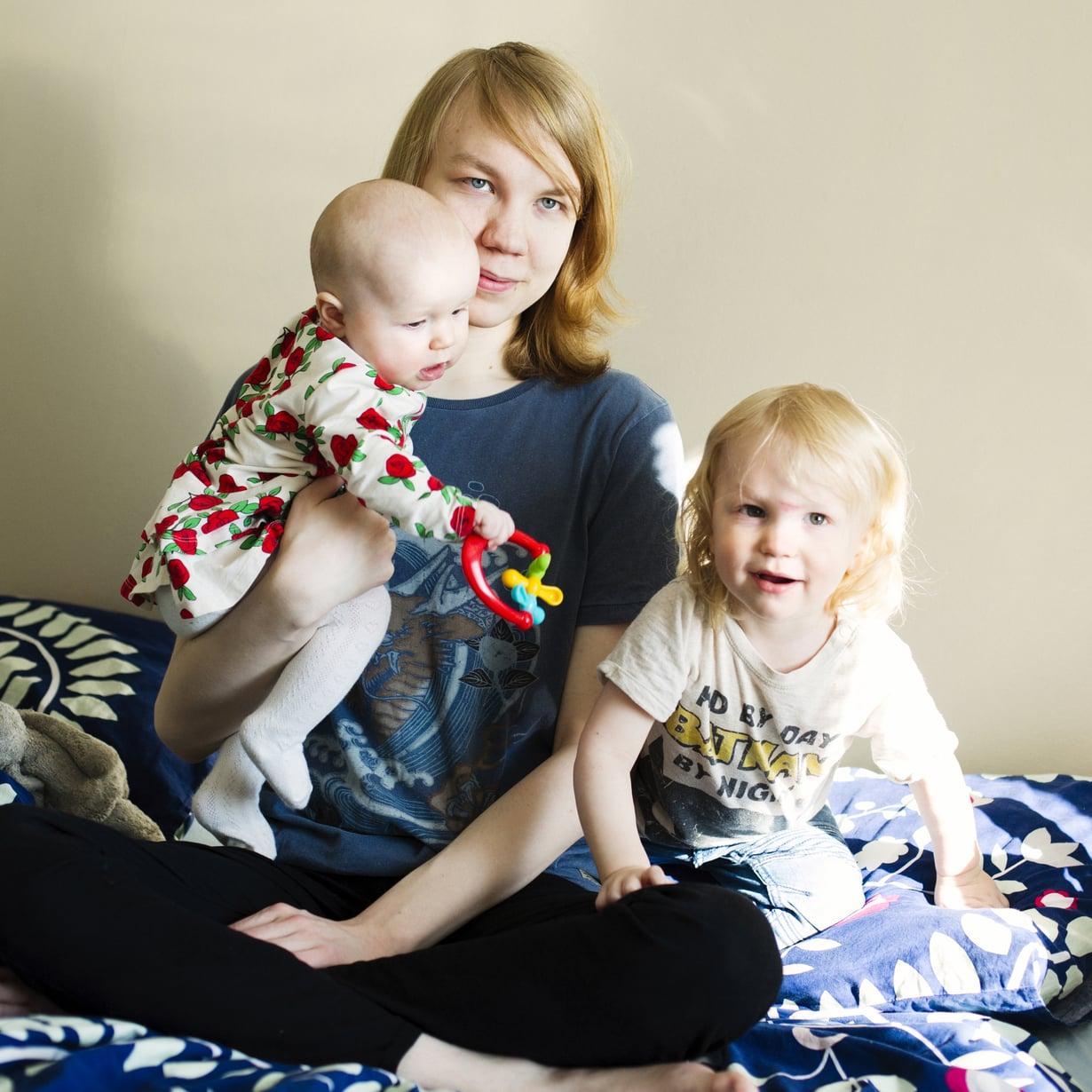 En ole vielä valmis, oli Mikon ensireaktio vauvauutiseen. Toisen lapsen synnyttyä häntä ei yllättänyt isyydessä enää mikään. Kuvat: Milka Alanen