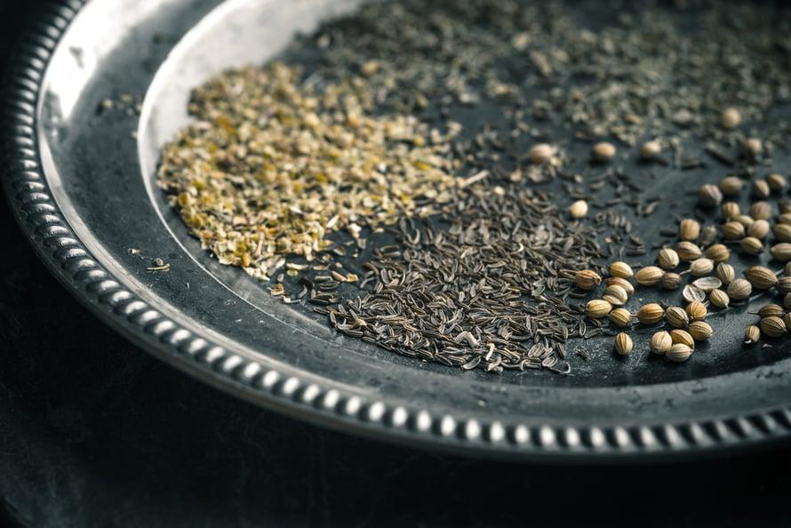 mausteet antibiootteina antibakteeriset korianteri oregaano hunaja