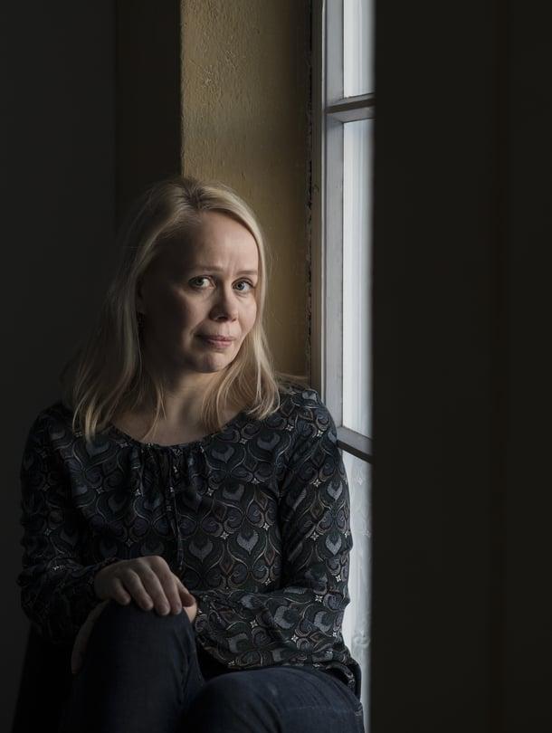 """Pauliinan Rauhalan romaani Synninkantajat (Gummerus, 2018) ilmestyy maaliskuussa. Kuva: <span class=""""photographer"""">Vesa Ranta</span>"""