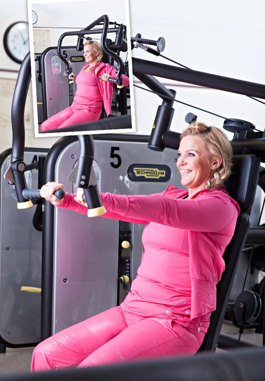 3. RINTALIHAKSET Rintalaite: Säädä penkin korkeus sopivaksi niin, että kämmenet ovat nännien korkeudella. Työnnä kädet suoraksi ja päästä takaisin mahdollisimman pitkälle taakse. Muista: Tee liike riittävän hitaasti. Pyri pitämään selkä selkänojassa ja hartiat alhaalla. Testaa! Vastaavan liikkeen voi tehdä myös muilla rintalihaslaitteilla tai käsipainoilla (vipunostot maaten).