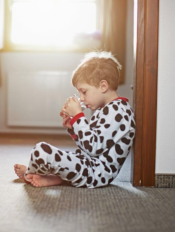 Kohta helpottaa. Kun yksi perheestä sairastuu norovirukseen, yleensä muutkin perheenjäsenet saavat tartunnan, mutta kaikille ei kehity tautia.