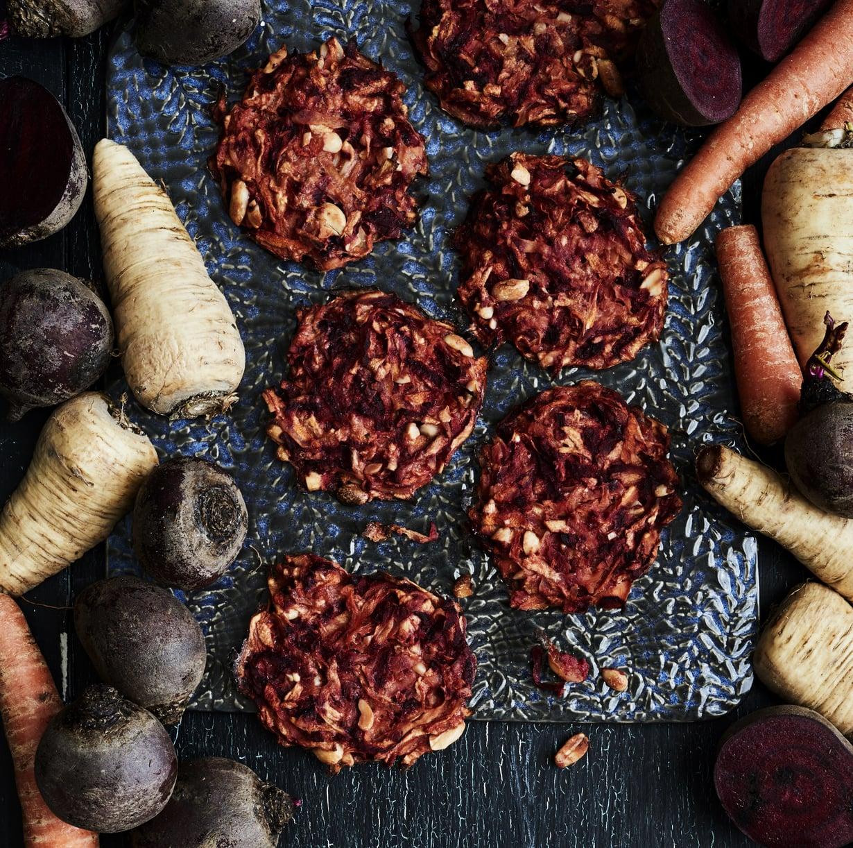 Maapähkinä korostaa palsternakan pähkinäisiä makuja ja antaa pihveihin kuitua ja pehmeitä rasvoja.