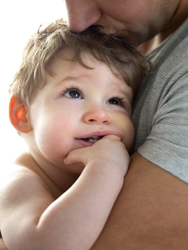 """Vaikka aina ei tietäisi, mistä kiikastaa, vauvalle on tärkeä osoittaa, että myötäelää hänen tunteensa. Kuva: <span class=""""photographer"""">iStockphoto</span>"""