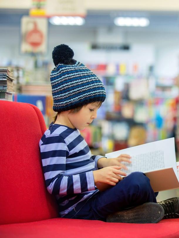 """Jos lukeminen tökkii, kirjasto on loistava ensiapu. Kuva: <span class=""""photographer"""">iStockphoto</span>"""