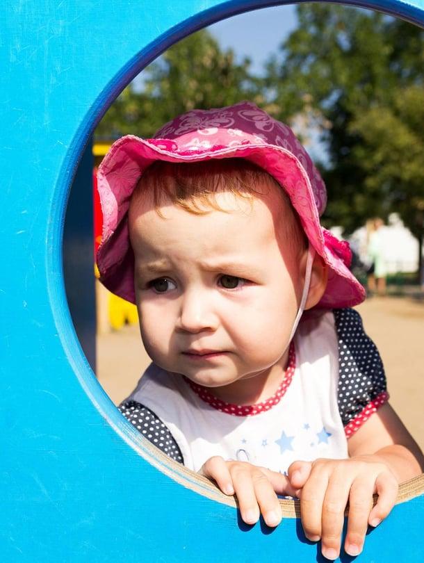 """Pian se helpottaa. Jos taaperon itkuinen aamu jää painamaan mieltä, hoitajaa voi pyytää lähettämään viestin, miten lapsen päivä sujuu. Kuva: <span class=""""photographer"""">iStockphoto</span>"""