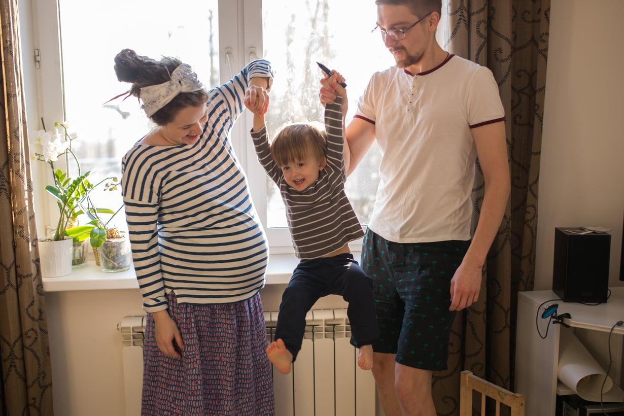 Monien mielestä on hienoa, että molemmille vanhemmille tarjotaan mahdollisuus kokea arki kotona lapsen kanssa.