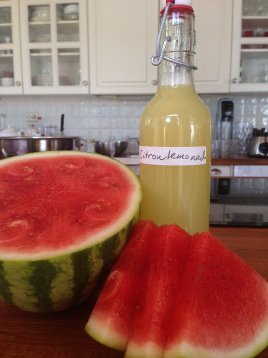 Tuorepuristettua sitruunamehua ja vesimelonia. Energia-lataus aamuun!