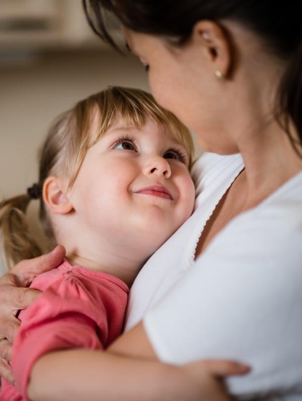 """Äiti, olet paras. Jos lapsi on tottunut aina elämään yhden aikuisen kanssa, hän ei tarvitse isähahmoa ollakseen onnellinen. Kuva: <span class=""""photographer"""">iStockphotos</span>"""
