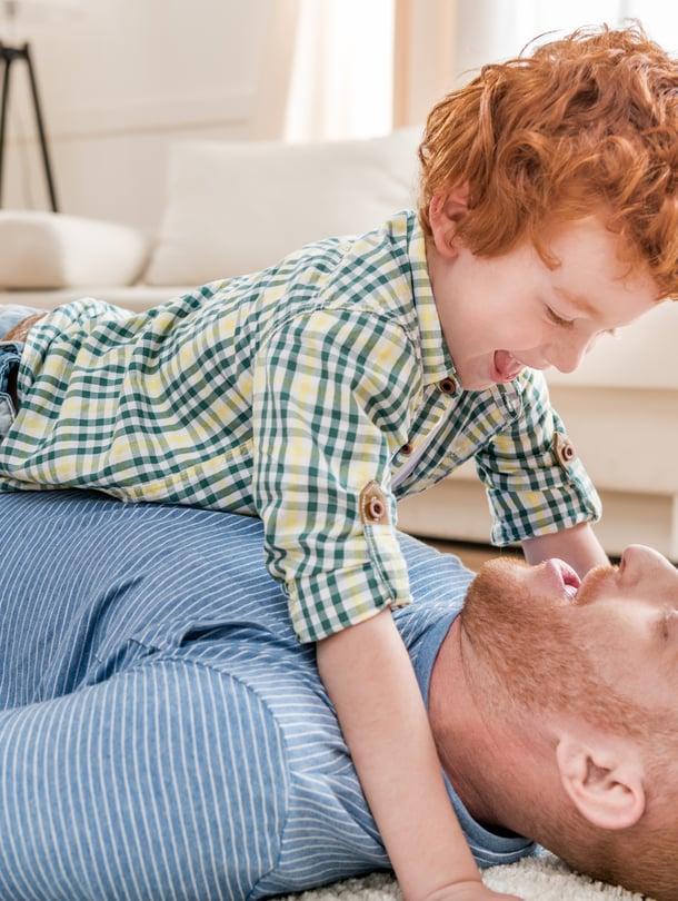 """Etäisä on valmiimpi satsaamaan lapseen, joka näyttää häneltä. Kuva: <span class=""""photographer"""">iStockphoto</span>"""
