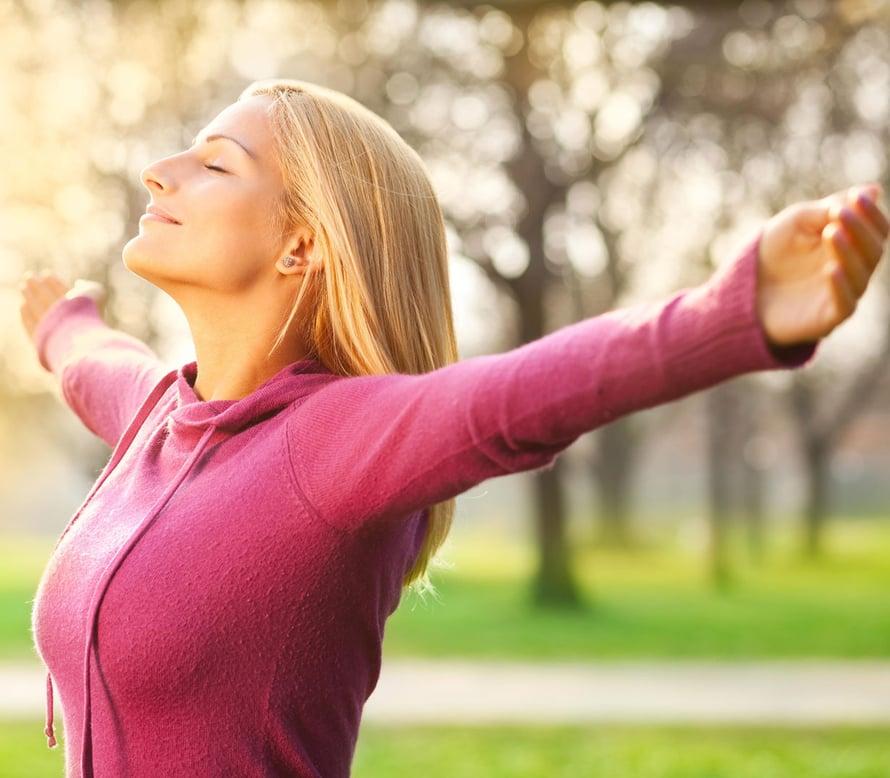 Auringonvalon antimikrobinen teho perustuu UV-säteisiin. Raikkaan ilman terveysvaikutukset ovat puolestaan hapen ansiota.