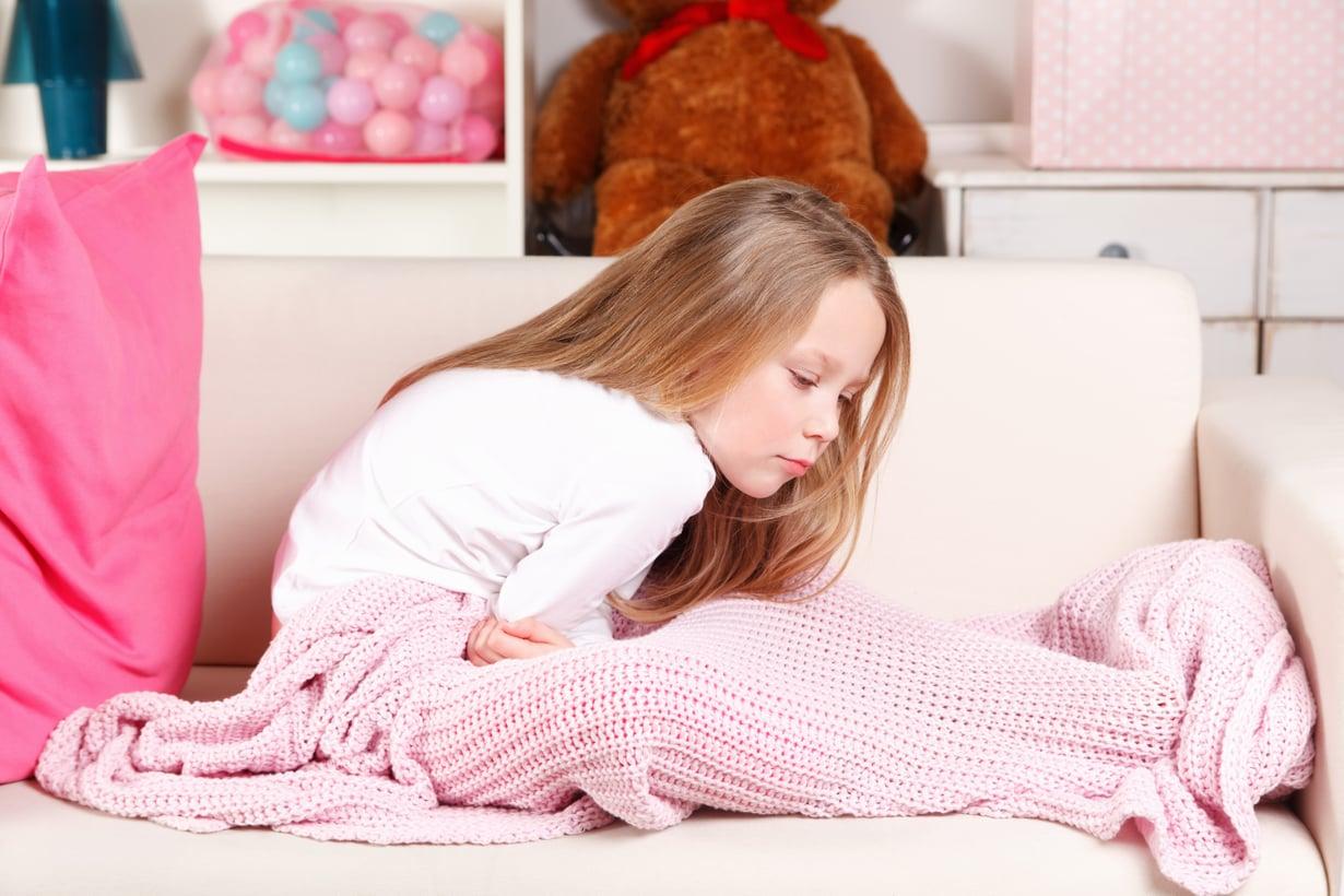 Tutkimuksiin kannattaa mennä, jos vatsakipu häiritsee lapsen arkea. Kuva: iStockphoto