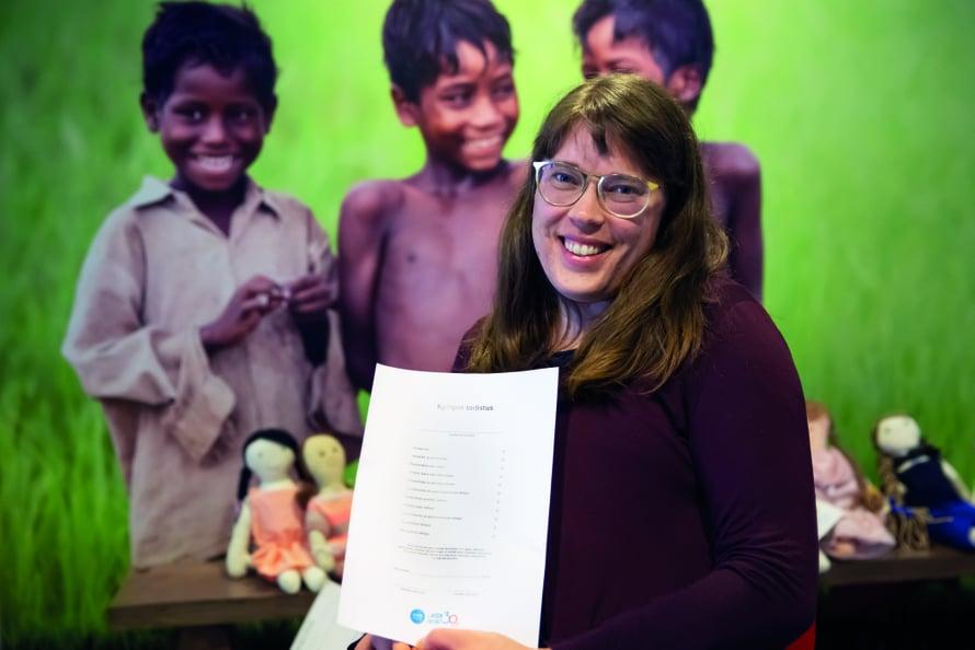 Unicef tarttui opettaja Anna Karjulan ideaan uudenlaisesta todistuksesta. Kuva: UNICEF/Suomi 2019/Käyhkö