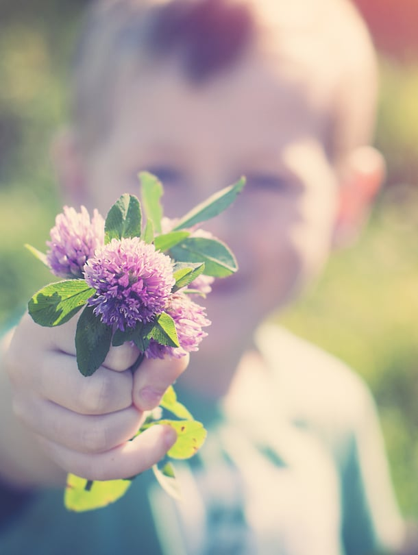 """Paras tapa opettaa kiitollisuutta lapselle on olla itse kiitollinen, sanoo Kirsti Lonka. Kuva: <span class=""""photographer"""">iStockphoto</span>"""