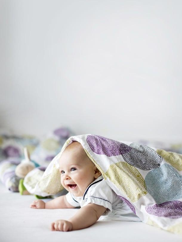 """Oikea hetki jättää vauva ensimmäisiä kertoja hoitoon on silloin, kun itsestä siltä tuntuu. Vauvalla on hyvä olla jo ennustettava rytmi, jonka voi kertoa hoitajalle. Kuva: <span class=""""photographer"""">Getty Images</span>"""